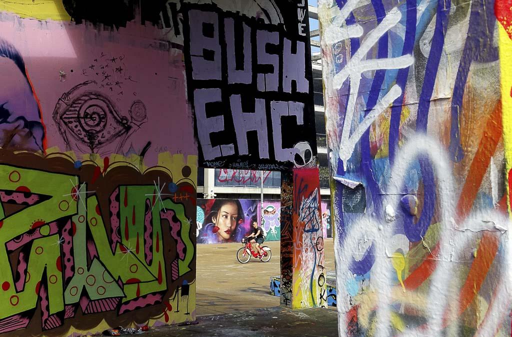 Fotografía Urbana BUSH EHC de Luis Vidal para Gente Corriente